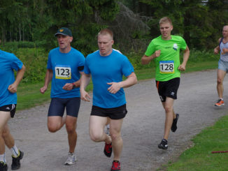 men running in race